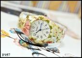 นาฬิกาข้อมือแฟชั่น ทรงกำไลโลหะแต่งลาย แบบข้อพับสปริง หน้าปัด 3.3